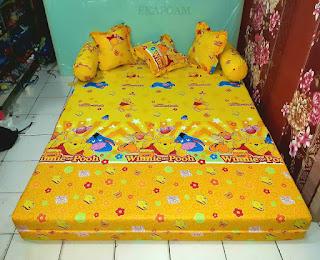 Sofa bed inoac karakter motif winnie the pooh kuning