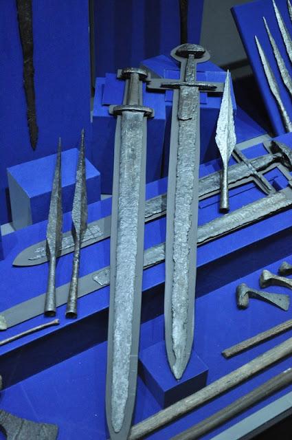 Miecze wczesnośredniowieczne - ekspozycja w MPP na Lednicy