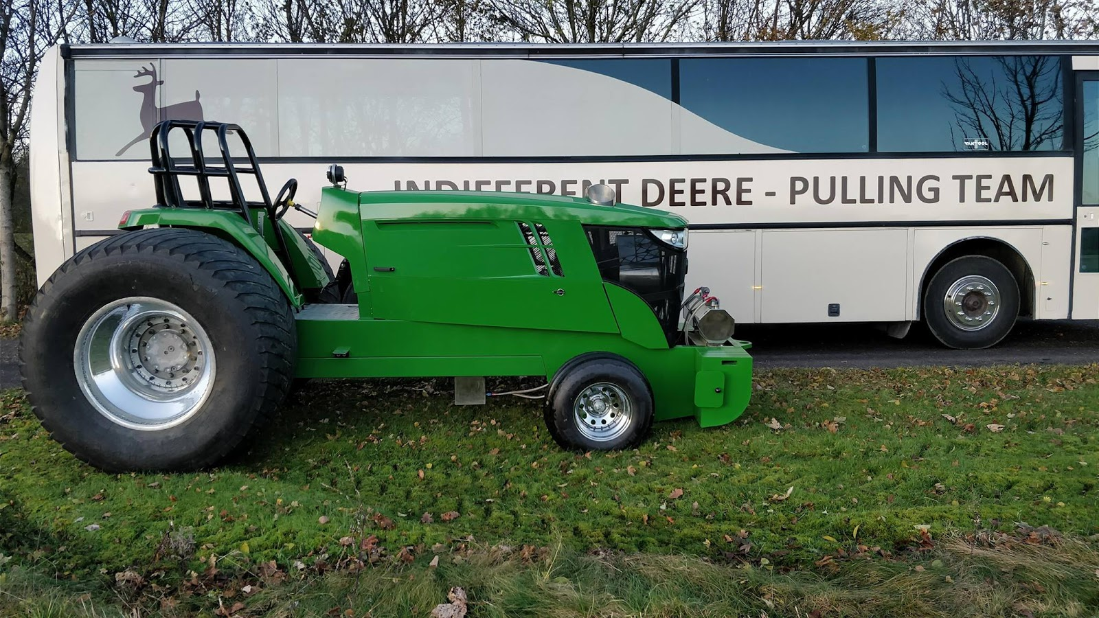 After almost 1 year of building, the new John Deere Component Super Stock Tractor of the Indifferent Deere Pulling Team from Herning in Denmark is ready.