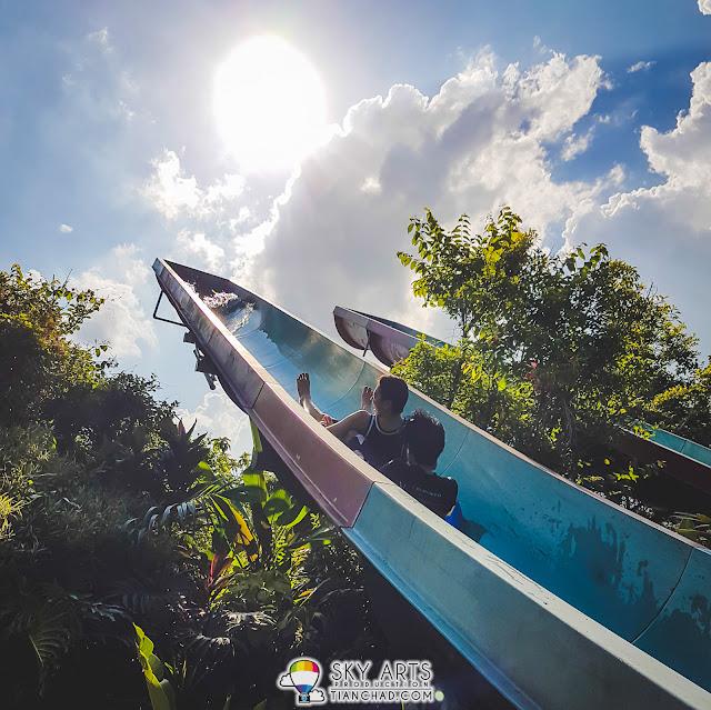 Cliff Racer @ Lost World of Tambun. We were sliding towards the sky!