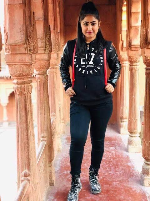 Priyanka Pandit, also known as Gargi Pandit Hot Photos, Bikini & Saree Sexy Pics
