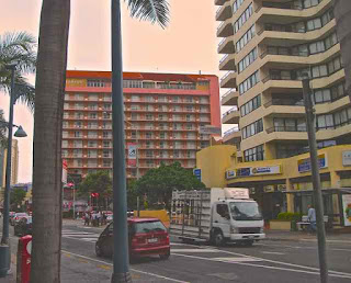 Surfers Paradise Blvd two-way traffic 8 may 2010
