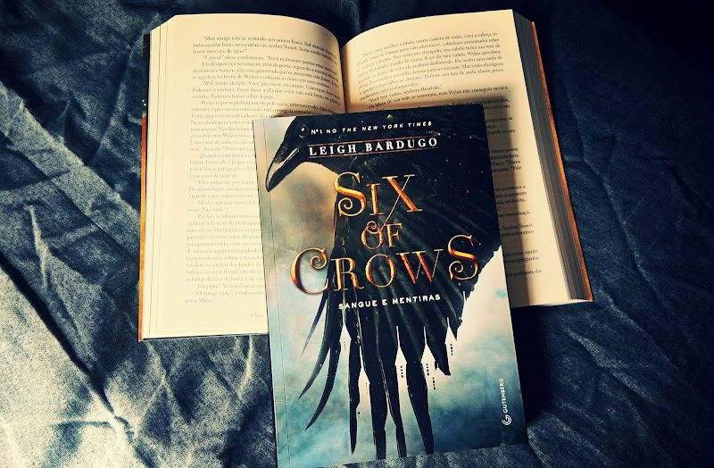 [RESENHA #418] SIX OF CROWS (SIX OF CROWS #1) - LEIGH BARDUGO