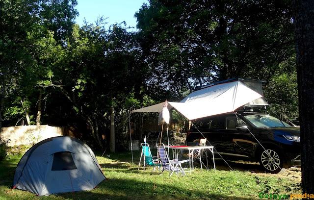 Acampados en el camping Río Luna en la comarca leonesa de Luna.