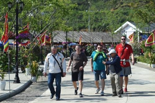 Thiên đường đỗ quyên Fansipan hấp dẫn khách du lịch quốc tế - Ảnh 6