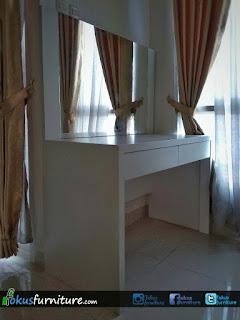Meja rias apartemen dengan model minimalis