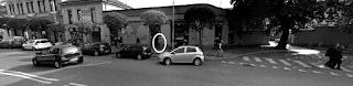 Mio ritocco dell'immagine ripresa dalla Google Car nell'ottobre 2017 nella zona di largo Molinetto a Monza. Click sull'immagine per ingrandirla. Leggiti il post per una golosissima mise en abyme!