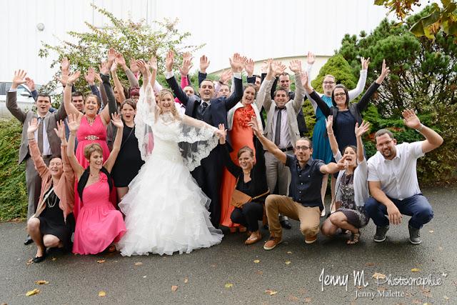 photo de groupes fin les mariés et les copains vive les mariés