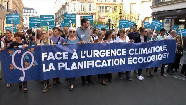 Franceses protestan en defensa del clima