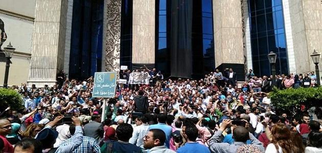 ارفع رأسك فوق انت صحفى ..هتاف يزلزل وسط القاهرة