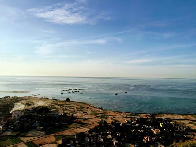Cảnh Lý Sơn được chụp từ đỉnh núi Thới Lới