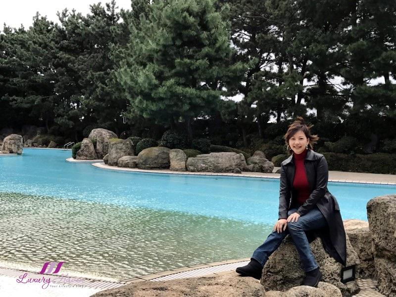 singapore travel blogger hilton tokyo bay garden pool