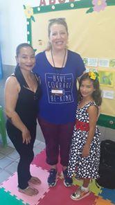 CRIANÇA SE ENCONTRA COM MADRINHA DOS ESTADOS UNIDOS - CHILD MEETS MOTHER OF THE UNITED STATES