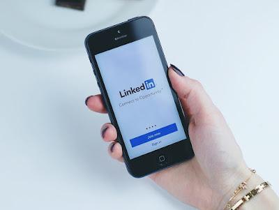 ينشر موقع لينكد ان دليلًا جديدًا حول كيفية استخدام العلامات التجارية B2B لأفضل فيديو