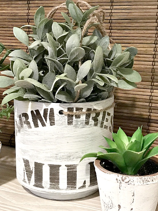 Stenciling a Farmhouse Planter