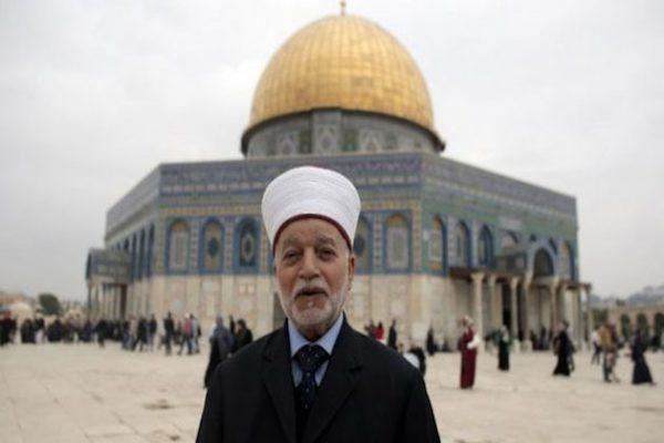 Selain Larang Shalat Jum'at, Militer Israel Tahan Ulama Tertinggi Al-Quds