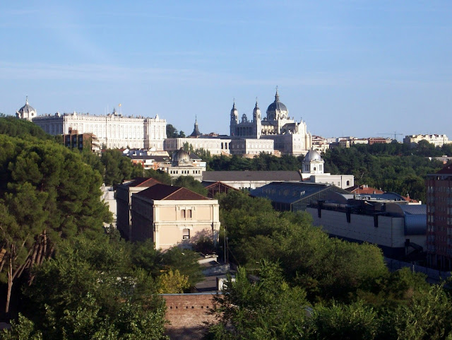 Catedral de la Almudena desde el teleférico de Madrid
