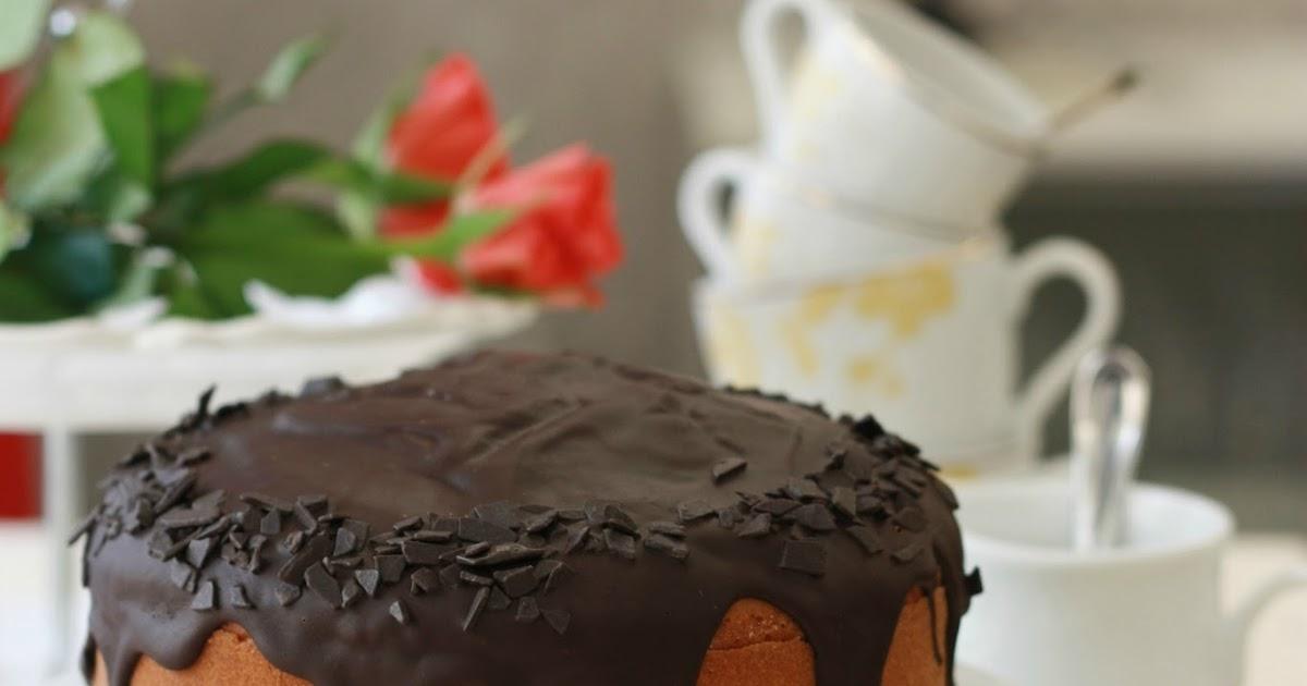 Torta morbida al caffè e rhum con glassa al cioccolato per festeggiare 6 anni di blog!
