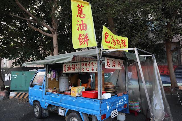 IMG 7709 - 【竹南美食】永貞路中華電信前的好吃蔥油餅,就連食尚玩家也推薦,當地人的最愛的下午點心,旁邊的餡之香也是一級棒!