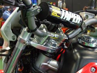 XR100モタード用シフトアップのステムキット装着後