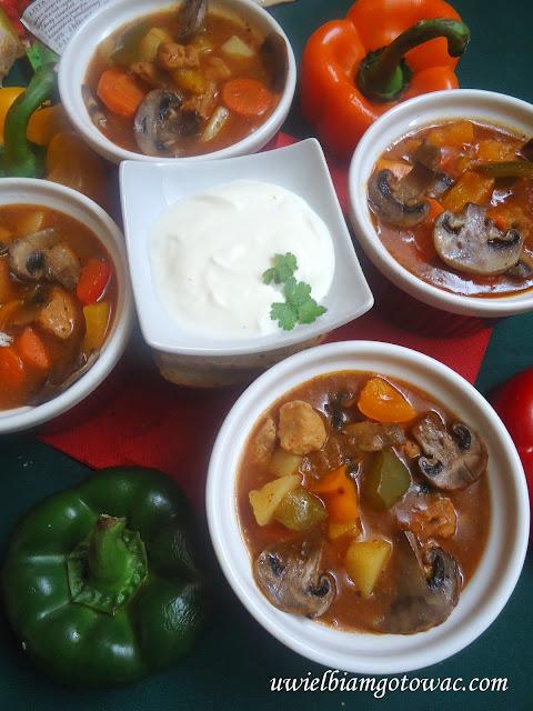 Rozgrzewająca zupa gulaszowa z chili