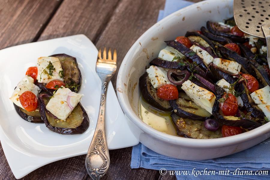 Auberginen mit Feta, Tomaten und Zwiebel