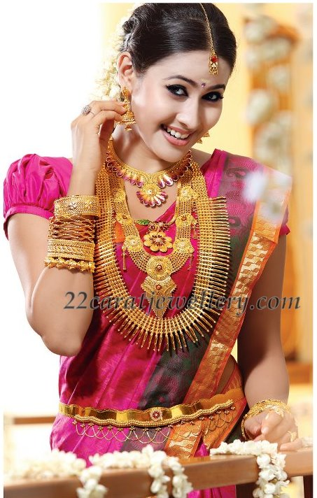 Bangle Girl Wallpaper Model In Complete Kerala Wedding Jewelry Jewellery Designs