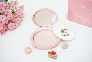 bedak-emina-bare-with-me-mineral-compact-powder-01-fair.jpg