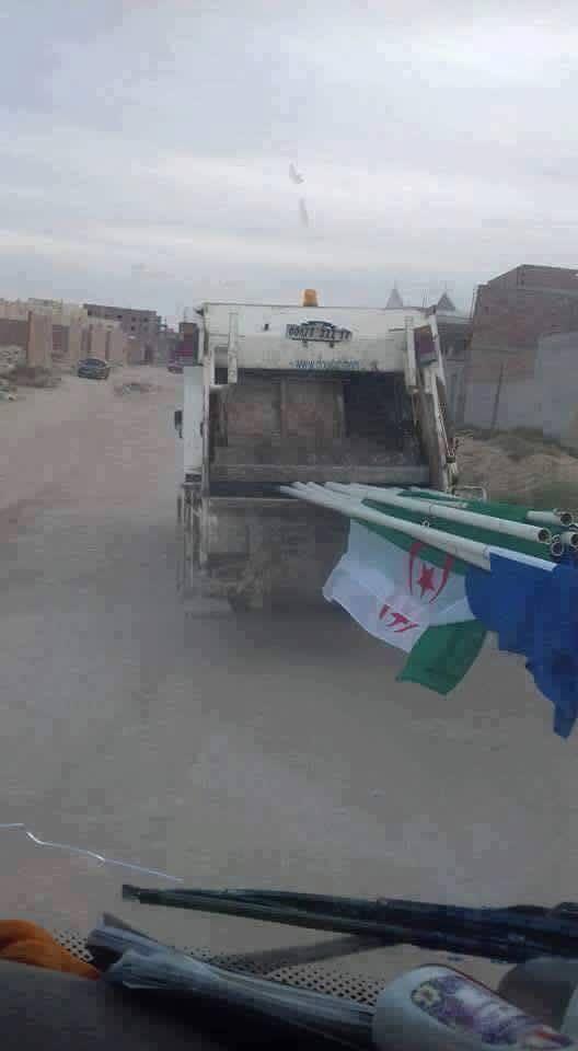 صور علم الجزائر في الجلفة