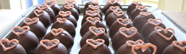 Pink Heart Cake Balls 1
