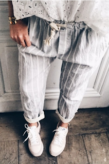 pantalon rayé gris clair et blanc