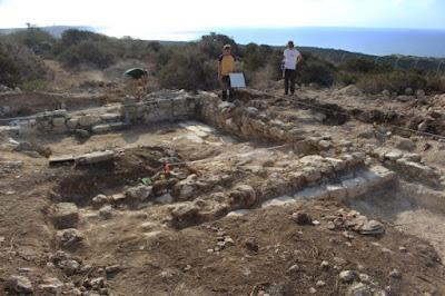 Ανασκαφές στη θέση Ακρωτήρι-Dreamer's Bay