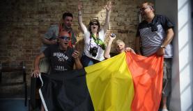 Torcedores cegos belgas vieram ao Brasil para ver os jogos da copa com audiodescrição