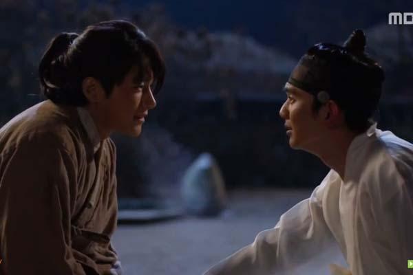 Mặt nạ quân chủ: Cả Thế tử và Ga Eun đều chứng kiến cha chết thảm