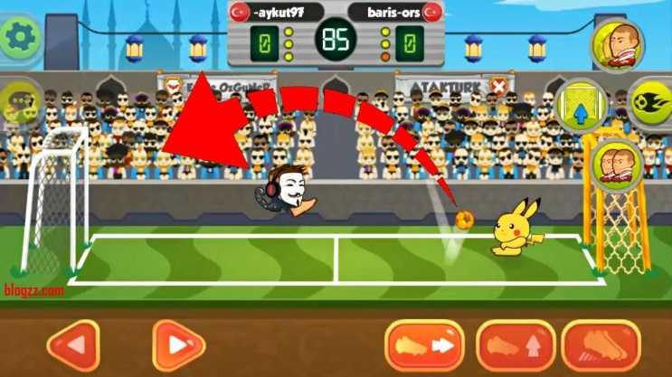 Online Kafa Topu'nda daha çok gol atmak için topu rakibinizin üzerinden aşırtmalısınız.