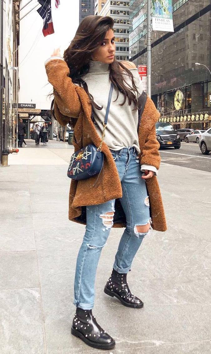 cozy outfit idea to try this season : brown coat + high neck top + bag + ripped jeans + boots