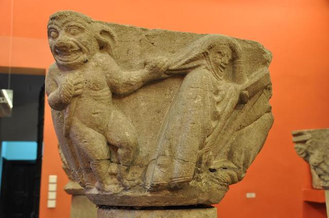 Kołbacz - głowica romańskiej kolumny przechowywana w Muzeum Narodowym w Szczecinie