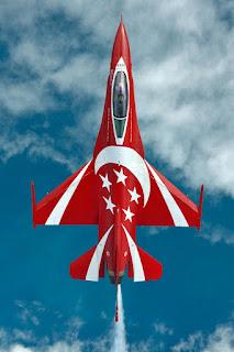 Cingapura anunciará em poucos meses plano de substituição de aviões de combate F-16