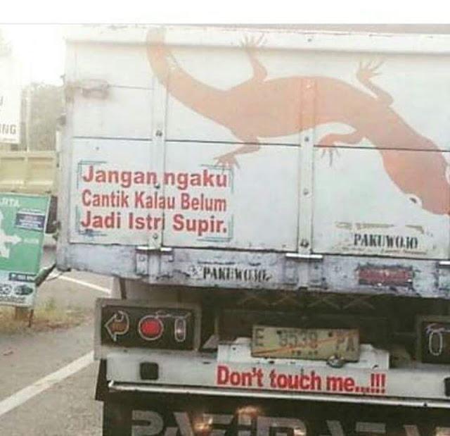 Tulisan 'Drama' di Belakang Truck Lucu Kocak