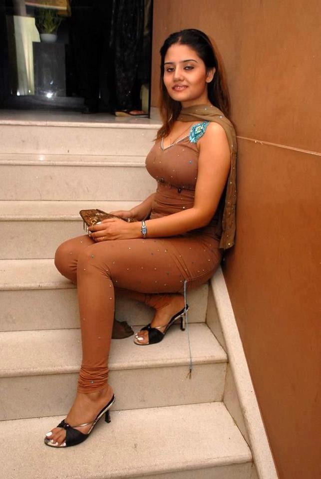 Hot Indian Girls In Tight Fitting Salwar Suit Tight Pajami -5301