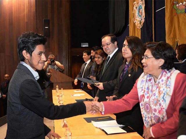 Joven mixteco gana medalla de oro en Olimpiada Universitaria.
