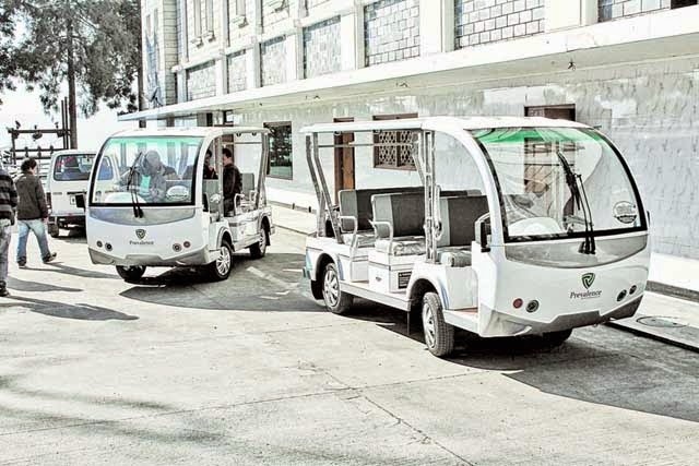 Battery cars in Darjeeling mall road