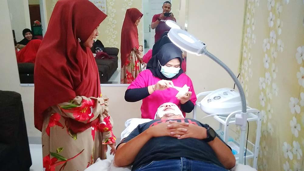 Konsultasi Kegantengan di DR. Beaute, Klinik Kecantikan di Pekanbaru, dokter kulit terbaik di pekanbaru, mische aesthetic clinic kota pekanbaru riau, tempat facial pria di pekanbaru, klinik kusuma pekanbaru, glow house pekanbaru, natasha skin care pekanbaru, erha pekanbaru