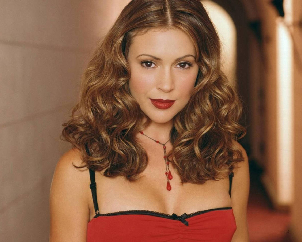 Alyssa Milano 2008 hairstyles, haircuts, and hair colors for 2012: hairstyles