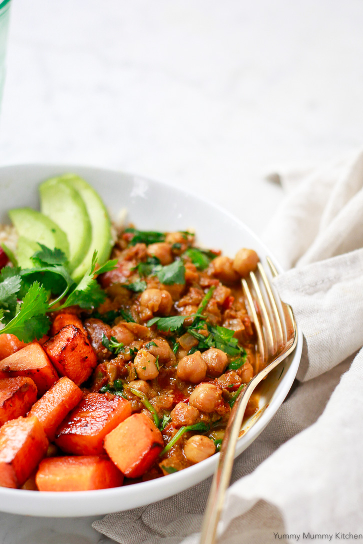 Chickpeas and an Indian spiced sauce come together to create such a delicious and easy vegan meal.