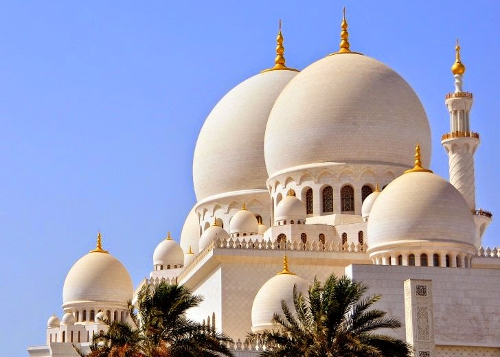 5 – Sheikh Zayed Grand Mosque, Abu Dhabi, UAE - 11 Architectural Places You Should See Even Once in Your Life!