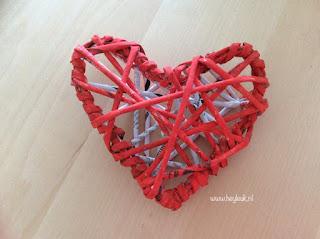 maak een hart van papieren pijlen