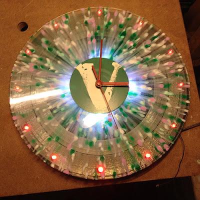 Die Schallplattenuhr mit LEDs
