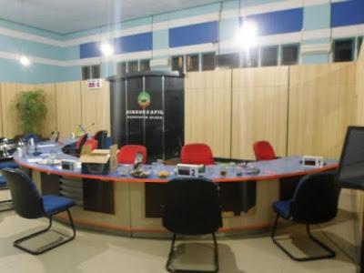 Sekat Ruang - Pesan Furniture Kantor Sesuai Budget