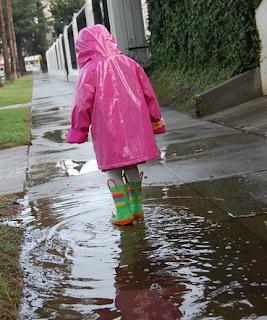 Cara Mencuci Jas Hujan Manual Pakai Tangan